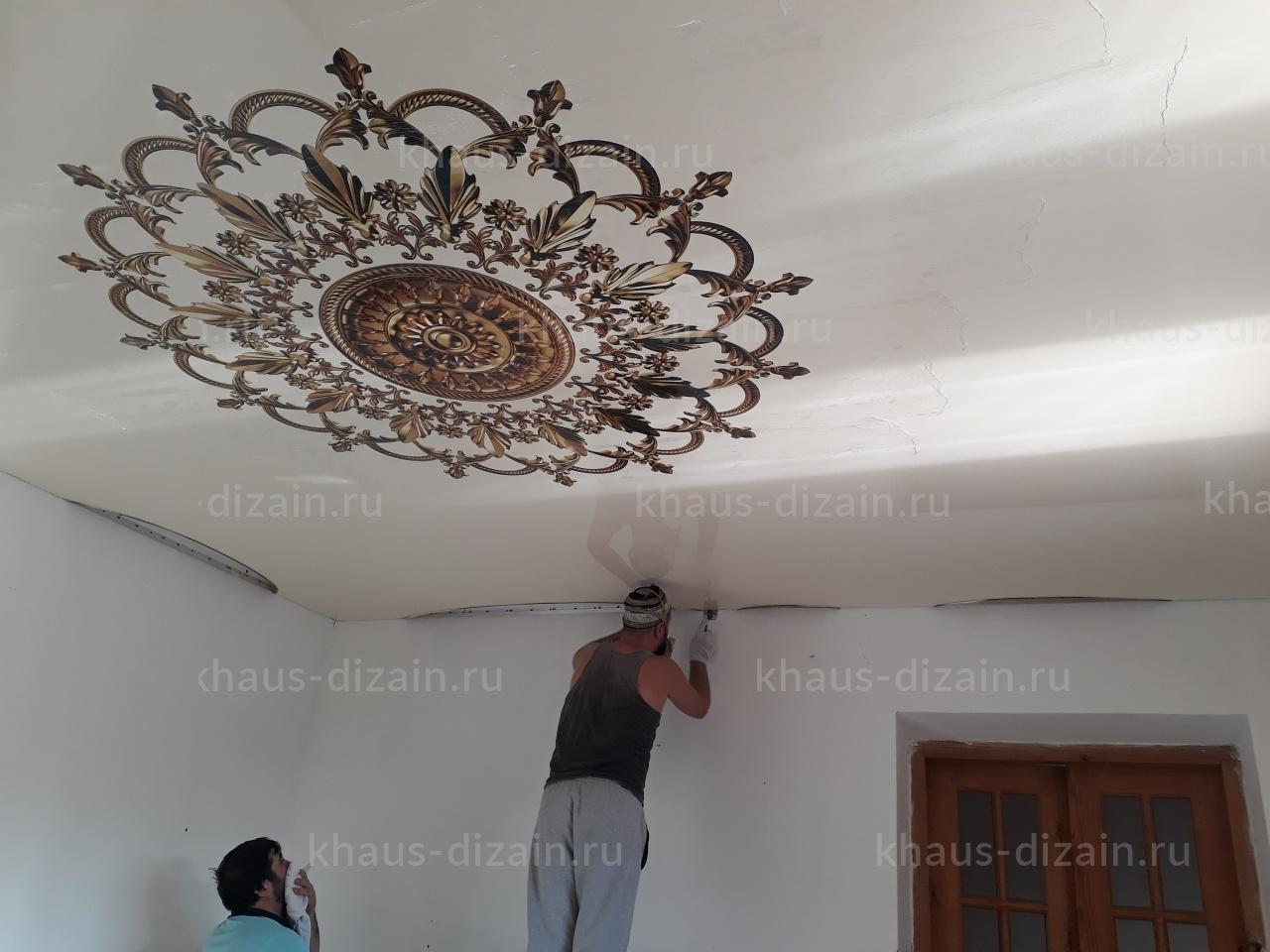 Процесс установки потолка в ванной
